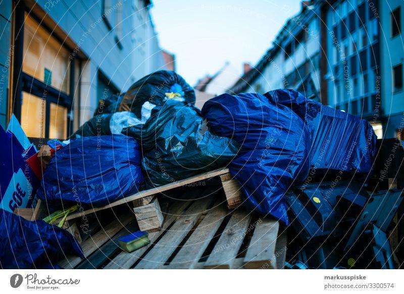 Wohlstandsmüll Großstadt Müllentsorgung kaufen Reichtum Arbeit & Erwerbstätigkeit Beruf Müllsack Müllabfuhr Müllmann Recycling Kunststoff Plastiktüte Wirtschaft