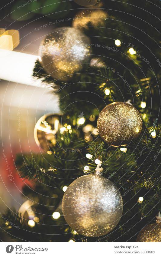 Weihnachtskugeln Lifestyle kaufen Reichtum Feste & Feiern Weihnachten & Advent Familie & Verwandtschaft Kindheit Jugendliche Kindergruppe Menschenmenge Bauwerk