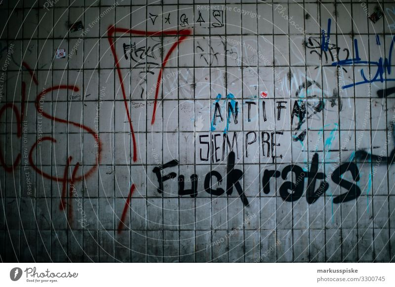 Graffiti Rebellion Fuck rats Lifestyle Nachtleben Entertainment Zeichen Schriftzeichen Ziffern & Zahlen Ornament rebellieren protestieren Bewegung chaotisch