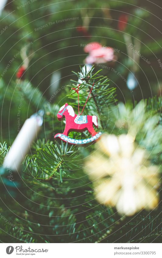 Weihnachts Deko Schaukelpferd Lifestyle Reichtum elegant Stil Design Häusliches Leben Wohnung Haus Raum Wohnzimmer Feste & Feiern Weihnachten & Advent Tanne