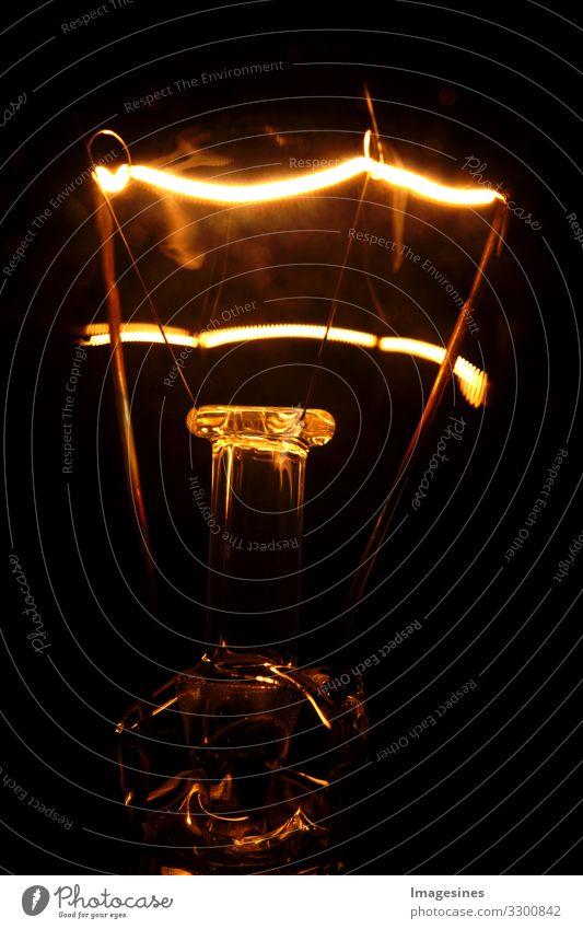 Licht im Dunkel Technik & Technologie Energiewirtschaft Glühbirne Glühdraht Glühkopf glühen Lichtschein Lichtspiel hell