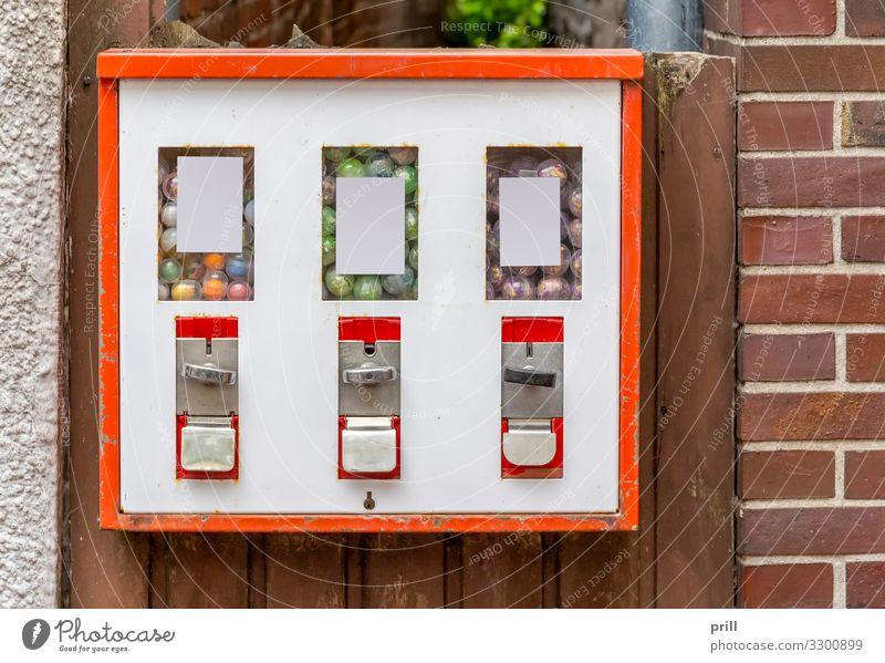 Gumball machine Süßwaren Haus Maschine Bauwerk Gebäude Mauer Wand Fassade Backstein alt klein rot weiß Kaugummiautomat verkaufsautomat Spender
