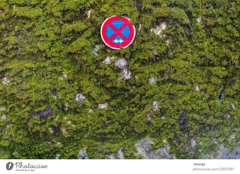 Absolutes Halteverbot Verkehrsschild Schilder & Markierungen Parkverbot parken Wand Mauer Moos Pflanze Verkehrszeichen StVO