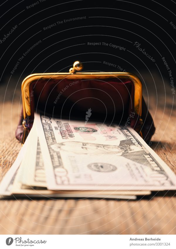Dollar banknotes on a wooden table Freude Business Geld Liebe Erfolg Reichtum Sicherheit sparsam abundance america american bank cards banking Geldscheine cash
