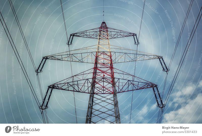 Starkstrom Energiewirtschaft Hochspannungsleitung Bauwerk Fortschritt Symmetrie Umwelt Umweltschutz Zerstörung Strommast Elektrizität Farbfoto Außenaufnahme