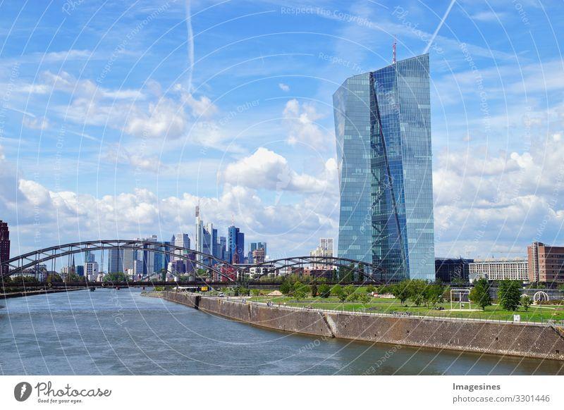 Frankfurt am Main Skyline Landschaft Himmel Wolken Fluss Deutschland Europa Stadtzentrum Hochhaus Bankgebäude Brücke Gebäude Sehenswürdigkeit Wahrzeichen