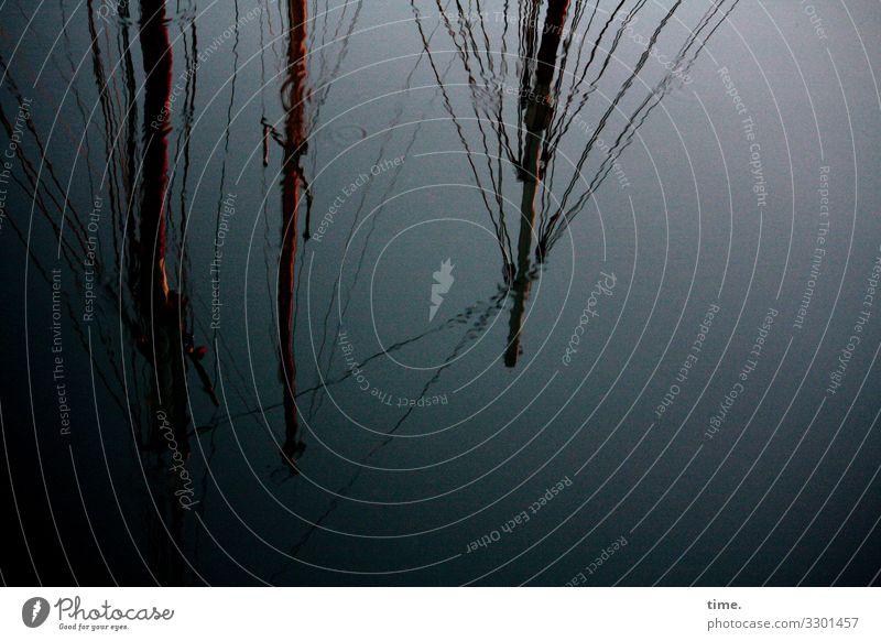spooky | Seilschaft seil wasser still maritim nass boot schiffahrt spiegelung hafen ankern festgemacht ostsee holz tau tampen düster dunkel mast segelschiff