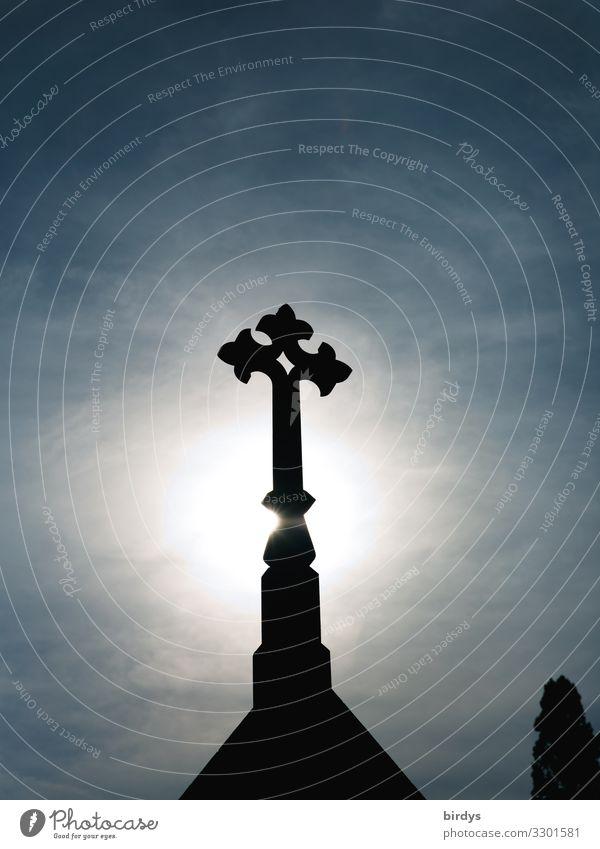 verherrlichung Himmel Wolkenloser Himmel Sonnenlicht Stein Zeichen Kreuz leuchten ästhetisch authentisch historisch hoch einzigartig blau schwarz weiß Ehre