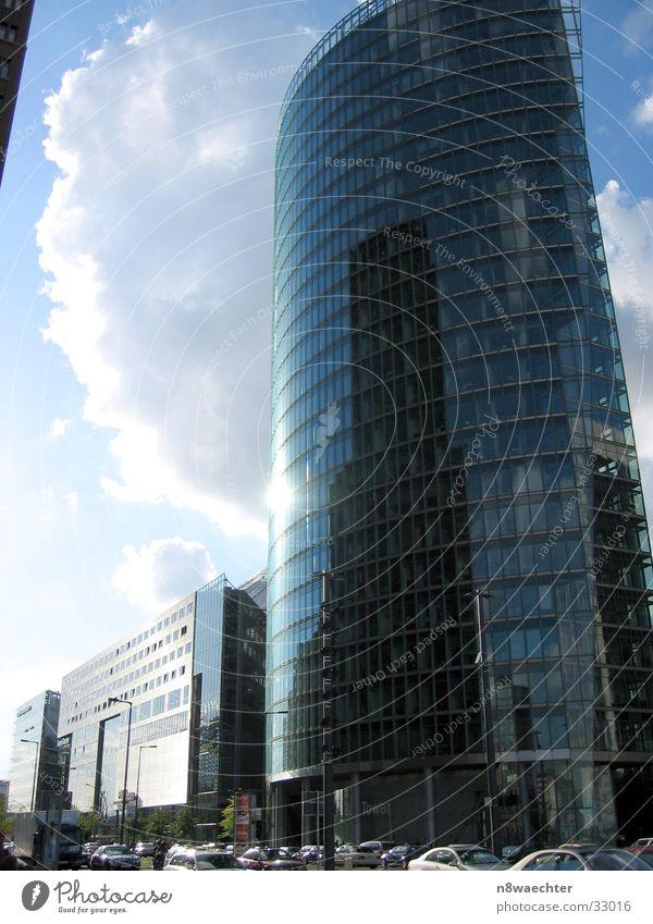 Im Spiegel der Zeit Hochhaus Glasfassade Potsdamer Platz Spiegelfront Wolken Architektur Berlin modern Himmel DB Reflexion & Spiegelung