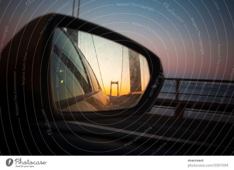 Rückblick Spiegel Rückspiegel Erinnerung PKW road Aussehen Geschwindigkeit Autofahren anreisen Zufahrtsstraße aufziehen Hauptstraße Himmel Rückansicht Fenster