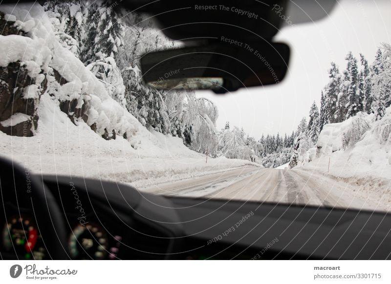 Autofahrt durch den Schnee Glätte Autofahren Straße Glatteis blitzschnee Berge u. Gebirge Wege & Pfade Fahrbahn Winterdienst straßenräumung Windschutzscheibe