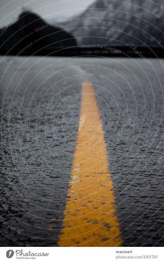 Straße Fahrbahnmarkierung Mittelstreifen orange gelb Streifen Farbe neonfarbig Asphalt Wege & Pfade bergpass Serpentinen Detailaufnahme Nahaufnahme