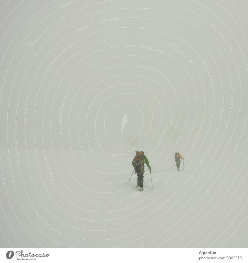 Whiteout ! Mensch Einsamkeit kalt Wege & Pfade wandern Angst Eis Nebel stehen Abenteuer gefährlich Vergänglichkeit Klima bedrohlich Todesangst Frost