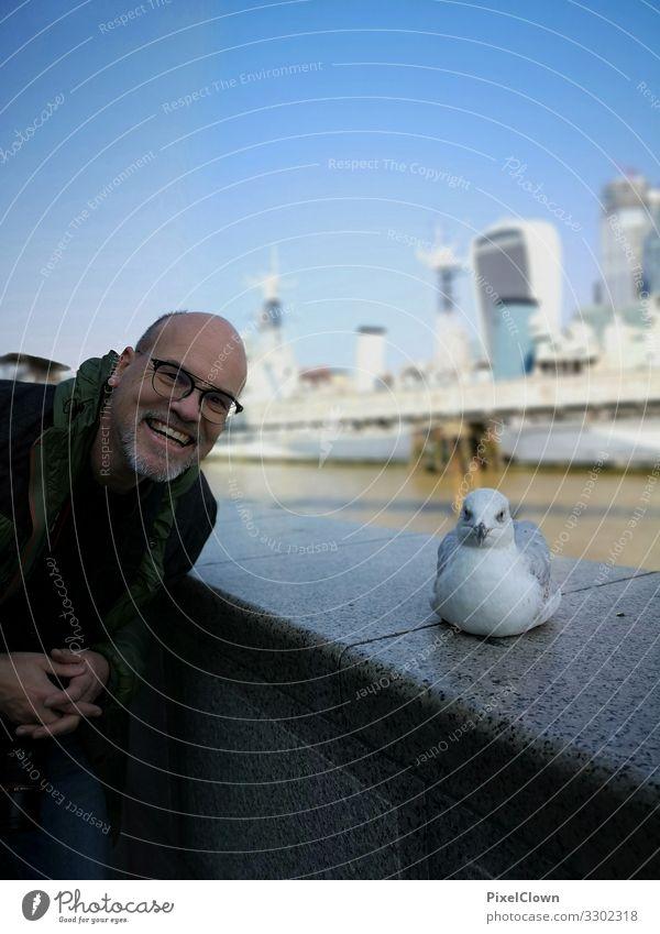 Best friends in London Mensch Ferien & Urlaub & Reisen Mann blau schön Tier Freude Architektur Lifestyle Erwachsene Glück Tourismus Vogel fliegen Stimmung