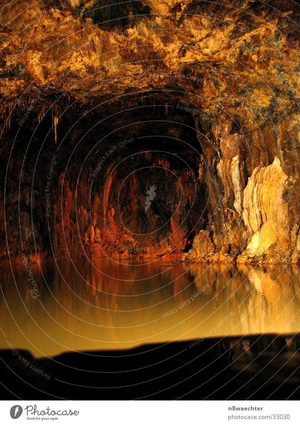 Quellgrotte 1 Wasser schön dunkel einzigartig Höhle unterirdisch Thüringen Tropfsteine