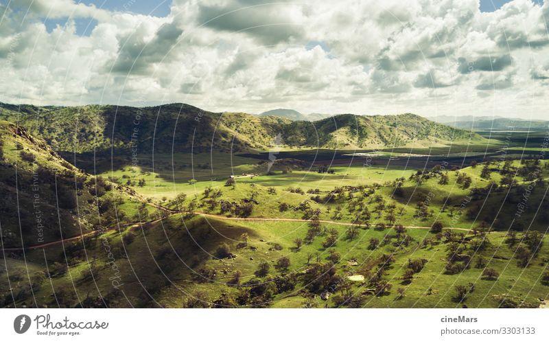 Auenland Natur Landschaft Himmel Wolken Sommer Wetter Schönes Wetter Baum Gras Wiese Feld Hügel Berge u. Gebirge beobachten Erholung Ferien & Urlaub & Reisen