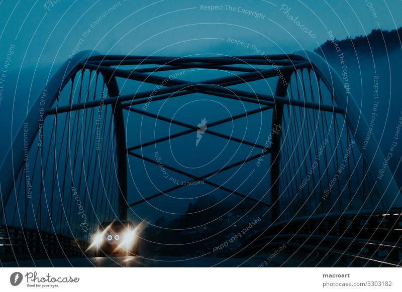 Brücke Nacht Abend Regen Metall Architektur PKW Scheinwerfer Autoscheinwerfer Licht blau Morgen Nebel Beleuchtung leuchten Lampe Unschärfe