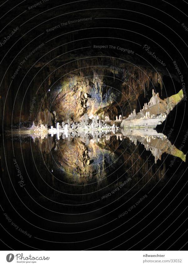Feengrotte - Märchendom 1 Höhle Reflexion & Spiegelung dunkel Tropfsteine unterirdisch einzigartig schön Wasser Stalagniten Stalagtiten