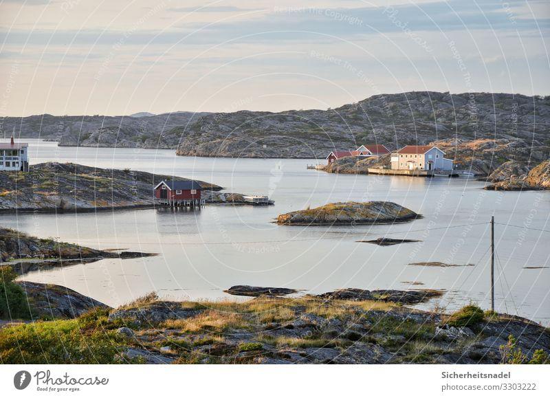 Schwedens Schären Natur Landschaft Wasser Sommer Schönes Wetter Hügel Felsen Küste Seeufer Bucht Riff Meer Gelassenheit ruhig Schwedenhäuser Farbfoto