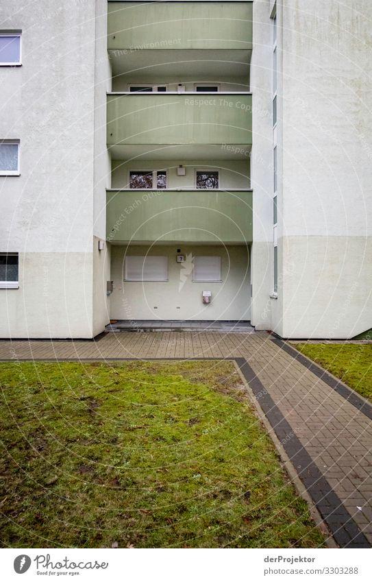 Schlimmer Wohnen: Aussenfront eines Miethauses Ferien & Urlaub & Reisen Stadt Haus Architektur Traurigkeit Berlin Gebäude Tourismus Wohnung trist Sauberkeit