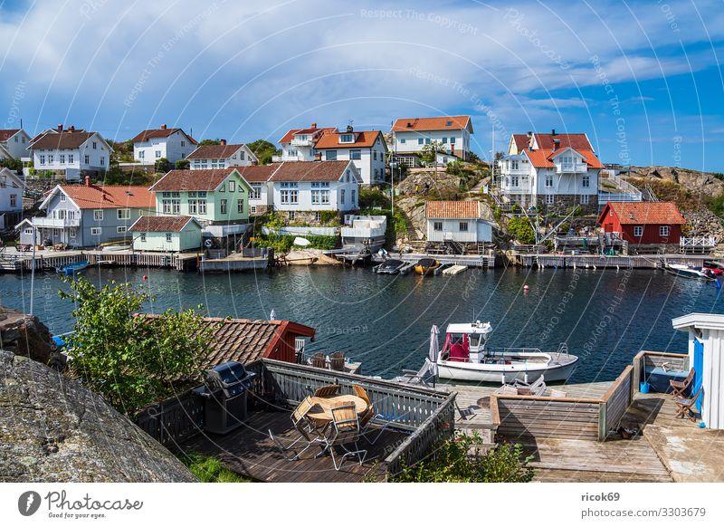 Blick auf den Ort Gullholmen in Schweden Erholung Ferien & Urlaub & Reisen Tourismus Sommer Meer Haus Natur Landschaft Wasser Wolken Küste Nordsee Dorf Hafen