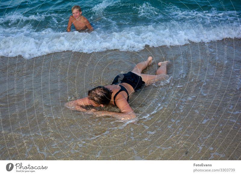 Kinder am Strand Freude Ferien & Urlaub & Reisen Sommer Mensch Geschwister Jugendliche 2 8-13 Jahre Kindheit 13-18 Jahre Natur Sand Wasser Schönes Wetter Meer