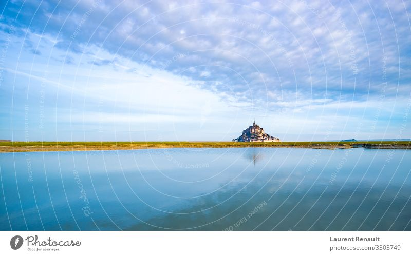 Mont-Saint-Michel in der Morgendämmerung Ferien & Urlaub & Reisen Tourismus Meer Insel Landschaft Denkmal blau Frankreich Bucht bretagne Europa berühmt