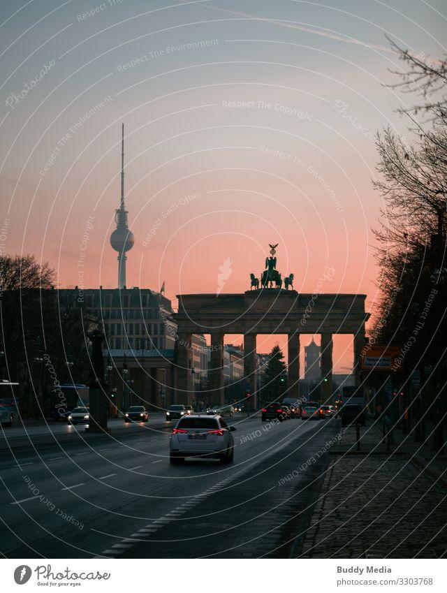 Brandenburger Tor im Morgenglanz, Berlin Himmel Wolkenloser Himmel Sonnenaufgang Sonnenuntergang Sonnenlicht Frühling Winter Schönes Wetter Deutschland