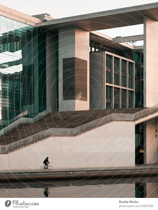 Marie Elisabeth Lüders Haus - Regierungsviertel, Berlin Fahrradfahren Himmel Wolkenloser Himmel Schönes Wetter Berlin-Mitte Deutschland Hauptstadt Stadtzentrum