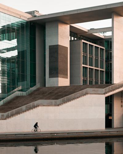Marie Elisabeth Lüders Haus - Regierungsviertel, Berlin Himmel grün Fenster schwarz Architektur Wand Gebäude Deutschland Mauer orange braun Fassade Treppe