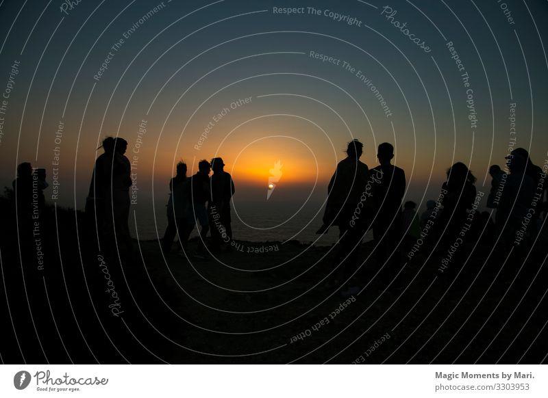 Sonnenuntergang am Ende der Welt in Portugal Mensch Menschengruppe Sonnenlicht Freude Fröhlichkeit Sommer Welten Farbfoto