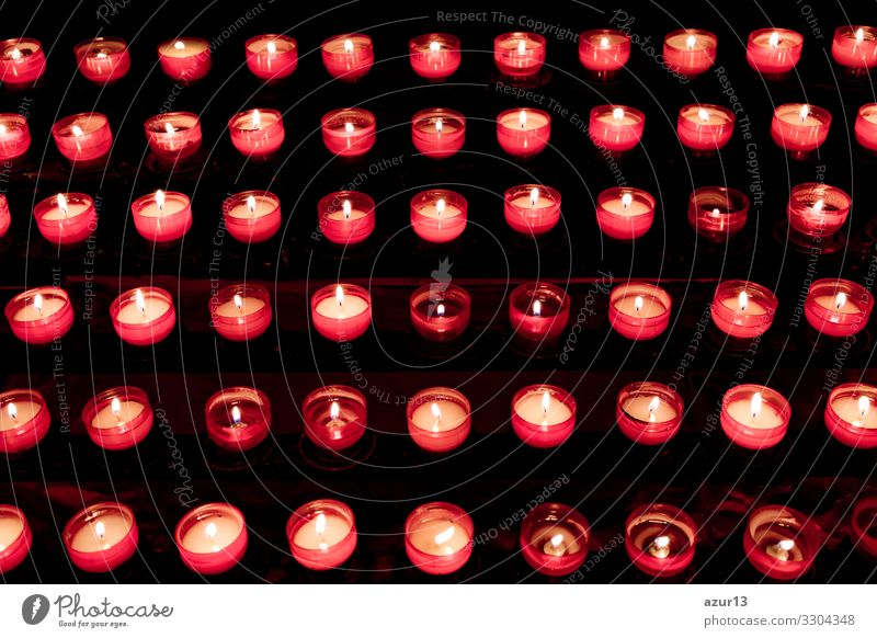 Group of red candles in church for faith resurrection prayer Kerze Liebe Kraft Frieden Glaube Religion & Glaube Tod Trauer hope sacrifice silence grief soul