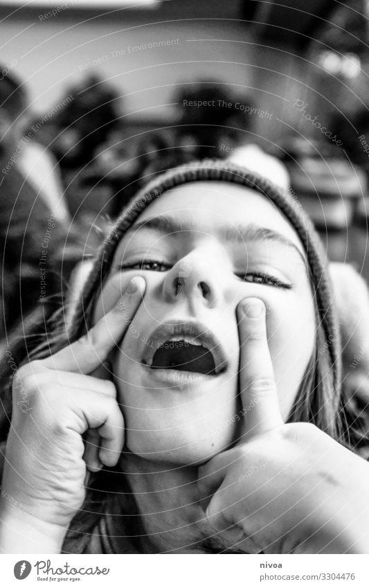 Mittelfingergesicht Stinkefinger Junge Schwarzweißfoto Ärger Mensch Hand Wut Finger Innenaufnahme gereizt Nahaufnahme Frustration 1 Aggression trotzig