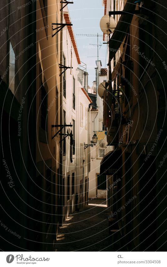 alfama Städtereise Sommer Sommerurlaub Schönes Wetter Lissabon Portugal Europa Stadt Altstadt Menschenleer Haus Architektur Mauer Wand Wege & Pfade