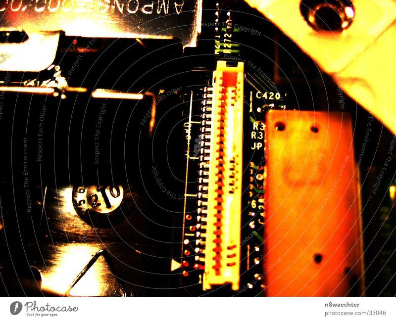 Inspiron 8200 Motherboard Platine Beschriftung gelb rot Elektrisches Gerät Technik & Technologie Steckkontakt Kontrast Kontakt