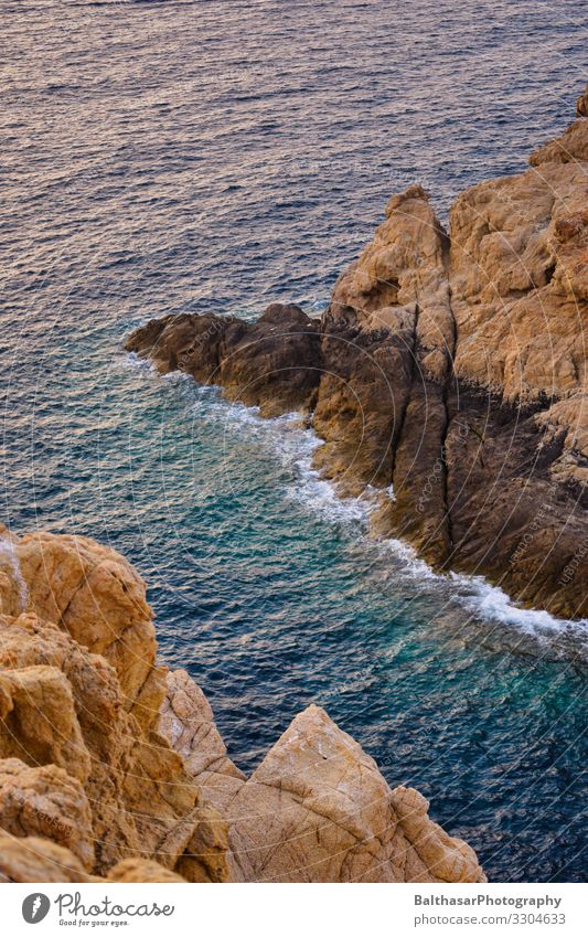 Felsige Küste (Mittelmeer) Ferien & Urlaub & Reisen Tourismus Sommer Sommerurlaub Meer Insel Wellen Umwelt Natur Urelemente Wasser Schönes Wetter Wärme Felsen