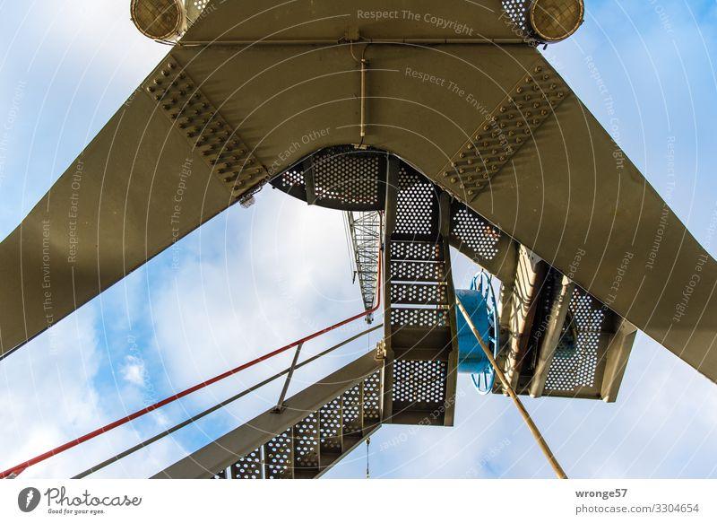Kran Nummer 16 im ehemaligen Magdeburger Handelshafen Hafen Hafenkran Außenaufnahme Farbfoto Industrie Güterverkehr & Logistik Schifffahrt Menschenleer