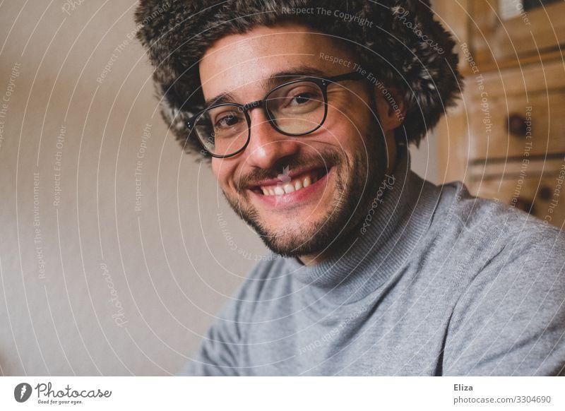 Honigkuchenpferd Mensch maskulin Junger Mann Jugendliche 1 18-30 Jahre Erwachsene 30-45 Jahre Freude Glück Fröhlichkeit Zufriedenheit Verliebtheit schön Lächeln