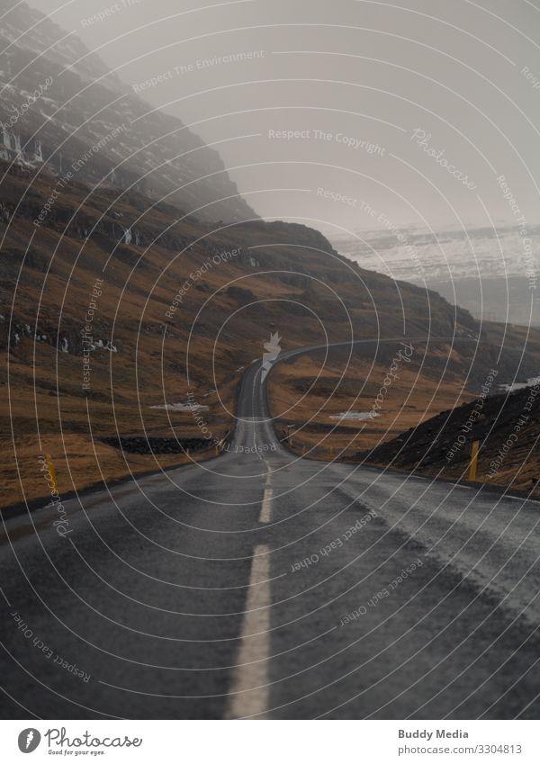 Ringstraße in Island Ferne Expedition Berge u. Gebirge Landschaft Erde Sand Wasser Himmel Wolken Frühling schlechtes Wetter Regen Dürre Gras Wiese Hügel Felsen