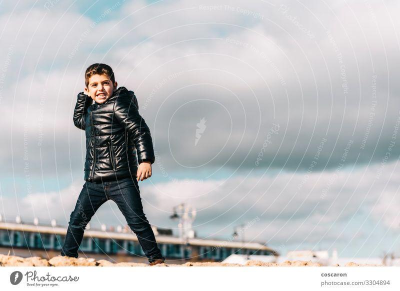 Kind Mensch Himmel Ferien & Urlaub & Reisen Natur Mann Meer Wolken Freude Winter Strand Lifestyle Erwachsene Herbst Frühling kalt