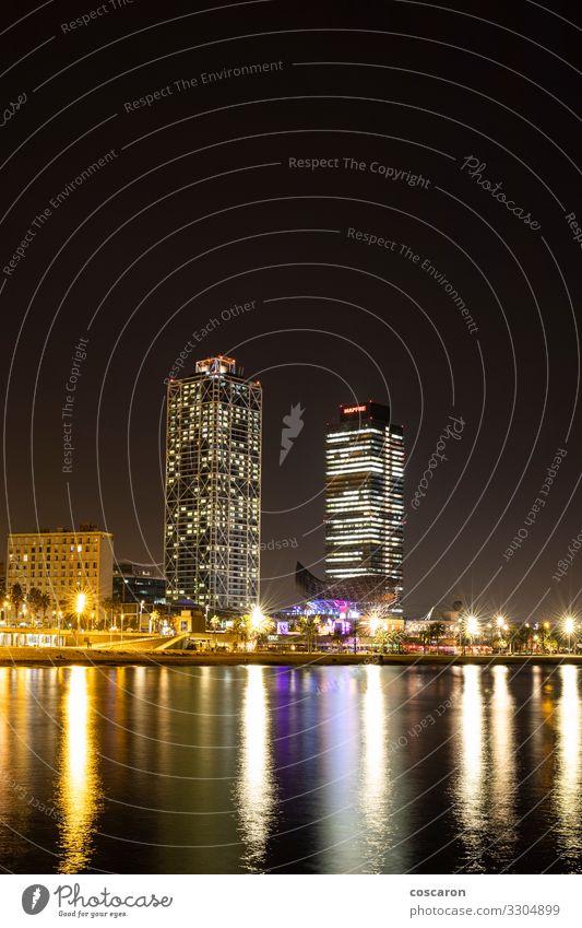 Die Küste von Barcelona bei Nacht Ferien & Urlaub & Reisen Tourismus Sightseeing Häusliches Leben Hausbau Lampe Landschaft Nachthimmel Mittelmeer Spanien Stadt