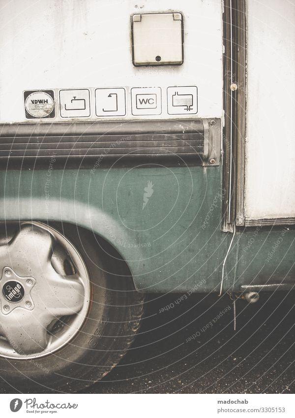 Außenansicht eines Wohnwagens Tiny house wohnen Mobilität Wohnen Leben Häusliches Leben Camping Außenaufnahme Wohnmobil Ferien & Urlaub & Reisen Campingplatz