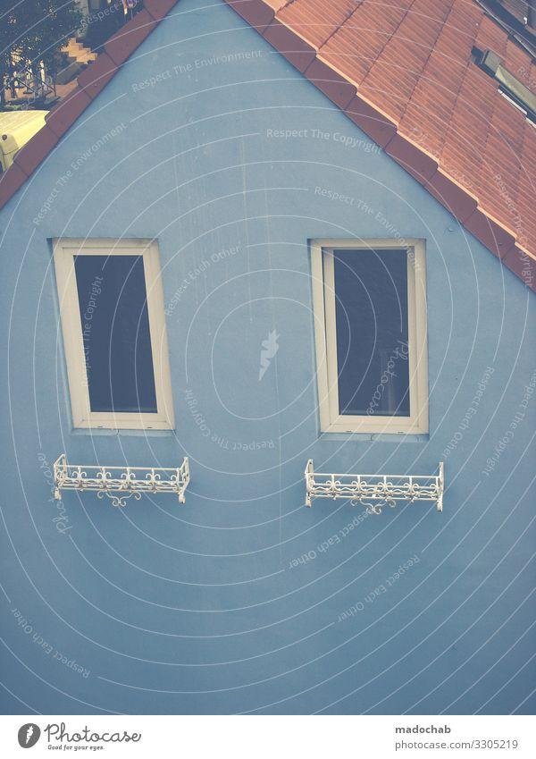 Blaues Haus Fassade blau Fenster Immobilie Architektur Menschenleer Gebäude Mauer Bauwerk Wand trist Dach Immobilienmarkt Farbfoto Außenaufnahme
