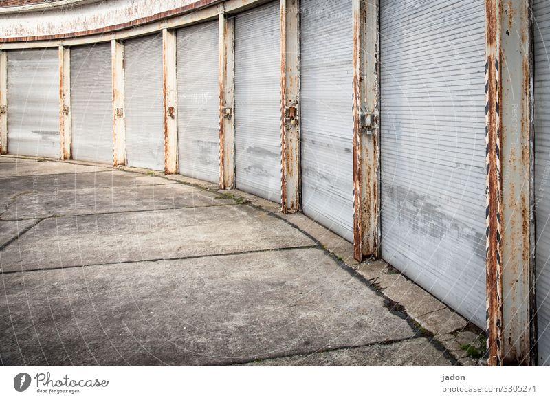 gekrümmter raum. Güterverkehr & Logistik Haus Tor Bauwerk Gebäude Architektur Mauer Wand alt historisch Verfall Vergangenheit Lager Garagentor Säule Rolltor