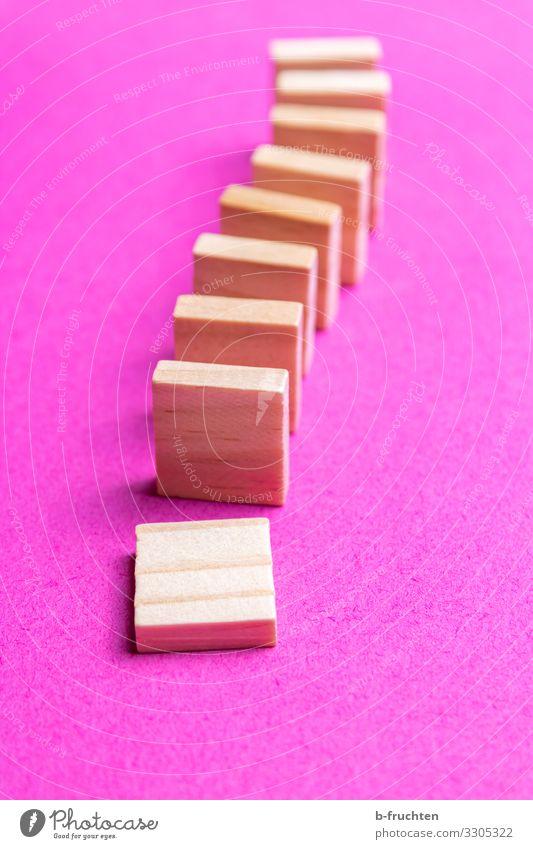Dominosteine Bildung Wissenschaften Schule Wirtschaft Börse Business Spielzeug Holz Zeichen Spielen trendy rosa Kettenreaktion töten Bewegung fallen