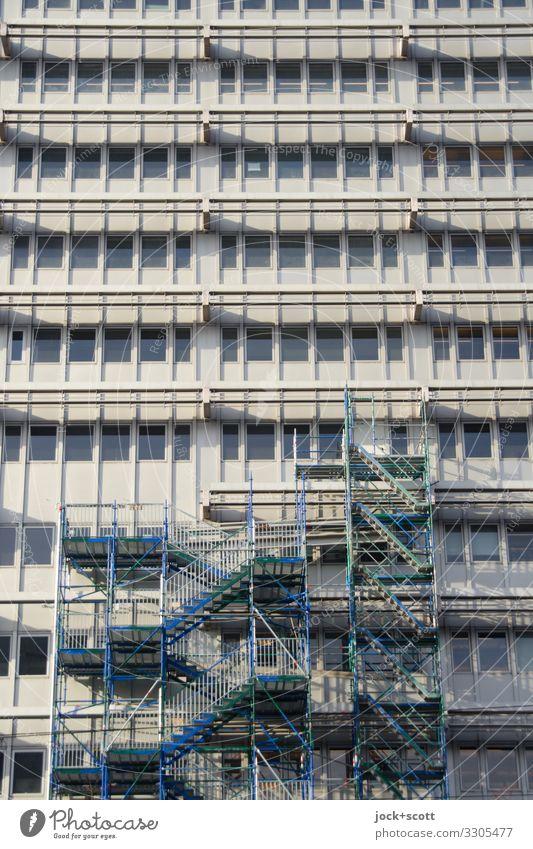 alles nur Fassade Baustelle Architektur Berlin-Mitte Stadtzentrum Hochhaus Bürogebäude Gebäude Fenster Baugerüst authentisch eckig groß hoch lang viele Stimmung