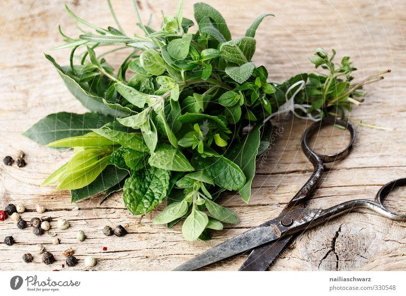 Kräuterbund grün Holz Essen natürlich Metall braun Lebensmittel frisch Ernährung einfach genießen Kräuter & Gewürze lecker Duft Bioprodukte Vegetarische Ernährung