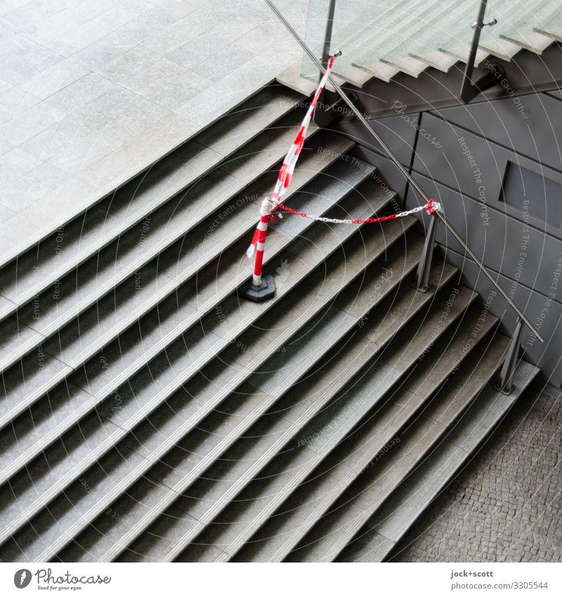 Treppe, Warnband Wege & Pfade Barriere Treppengeländer authentisch eckig modern unten grau Sicherheit gewissenhaft Ordnungsliebe Problemlösung Mittelpunkt