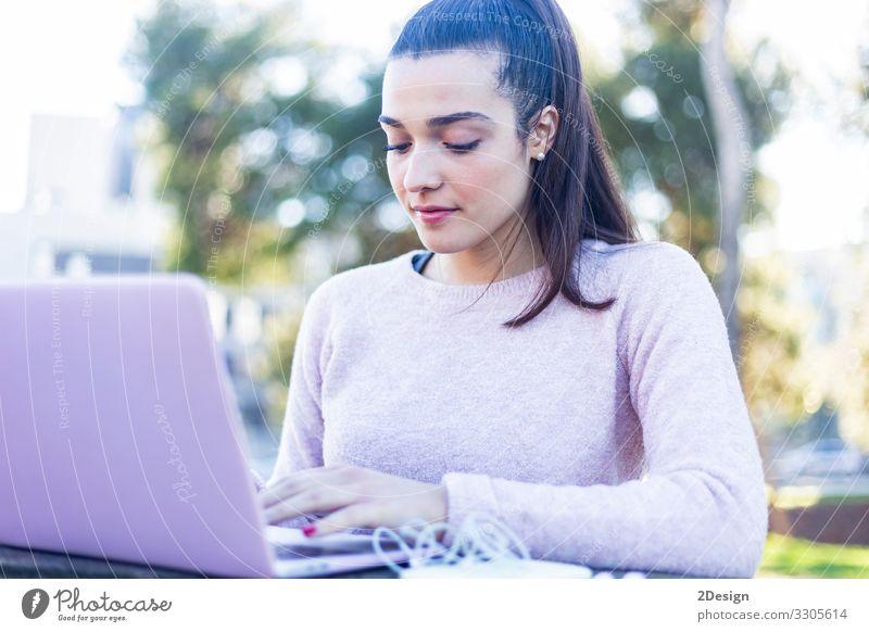 Frau Mensch Jugendliche schön Junger Mann 18-30 Jahre Lifestyle Erwachsene lachen Glück Business Arbeit & Erwerbstätigkeit hell maskulin Technik & Technologie