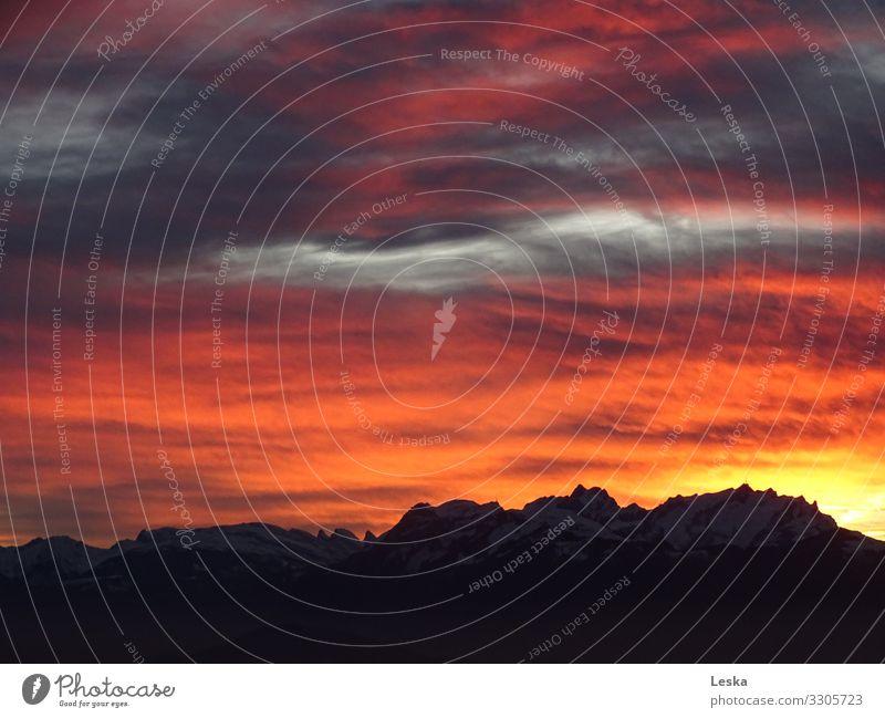 Feuerhimmel Natur Wolken Sonnenaufgang Sonnenuntergang Winter Berge u. Gebirge Gipfel Schneebedeckte Gipfel blau gold grau violett orange rosa schwarz Stimmung